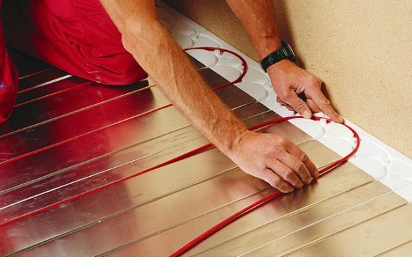 Когда уместна укладка теплого электрического пола под ламинат, особенности конструкции, ее достоинства и недостатки