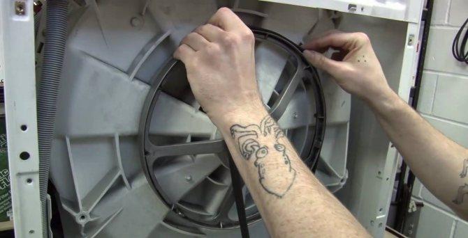 Как одеть ремень на стиральную машину, почему он слетает с барабана?