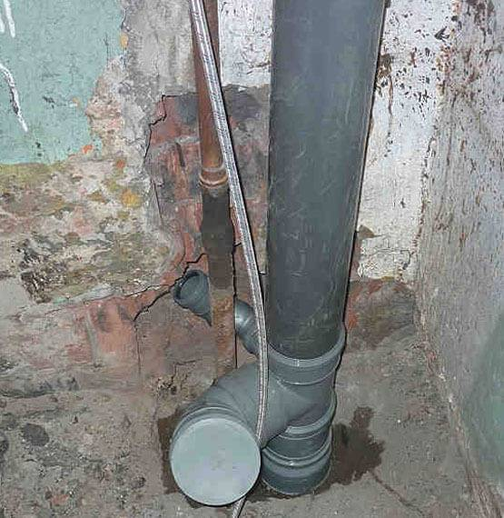 Как заменить чугунную канализационную трубу на пластиковую - инженер пто