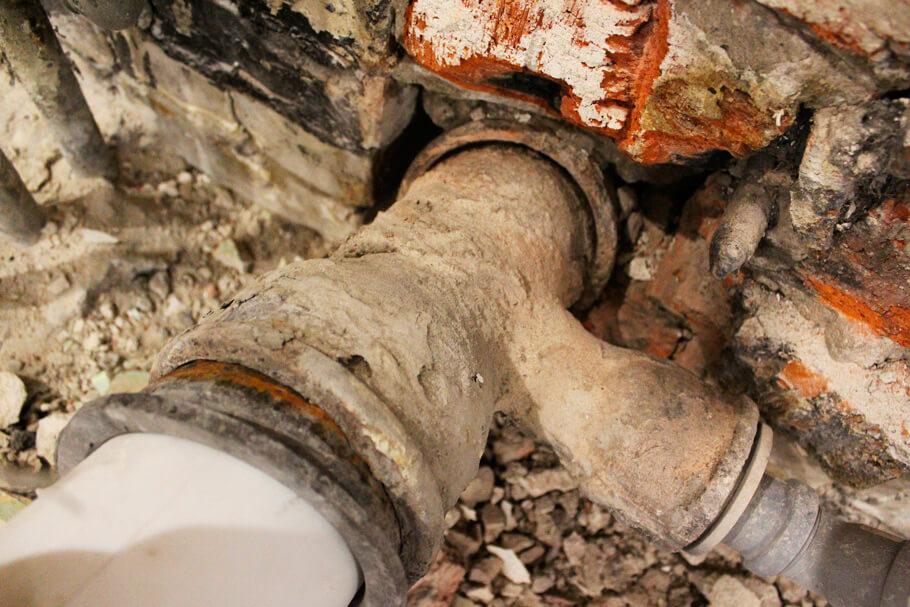 Технология замены чугунной канализационной трубы на пластиковую