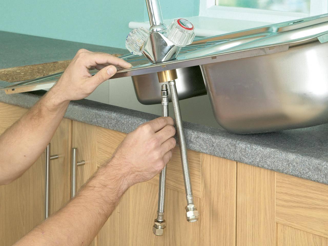 Как установить смеситель на кухне: пошаговый инструктаж по проведению работ