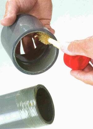 Чем заклеить канализационную пластиковую трубу самостоятельно