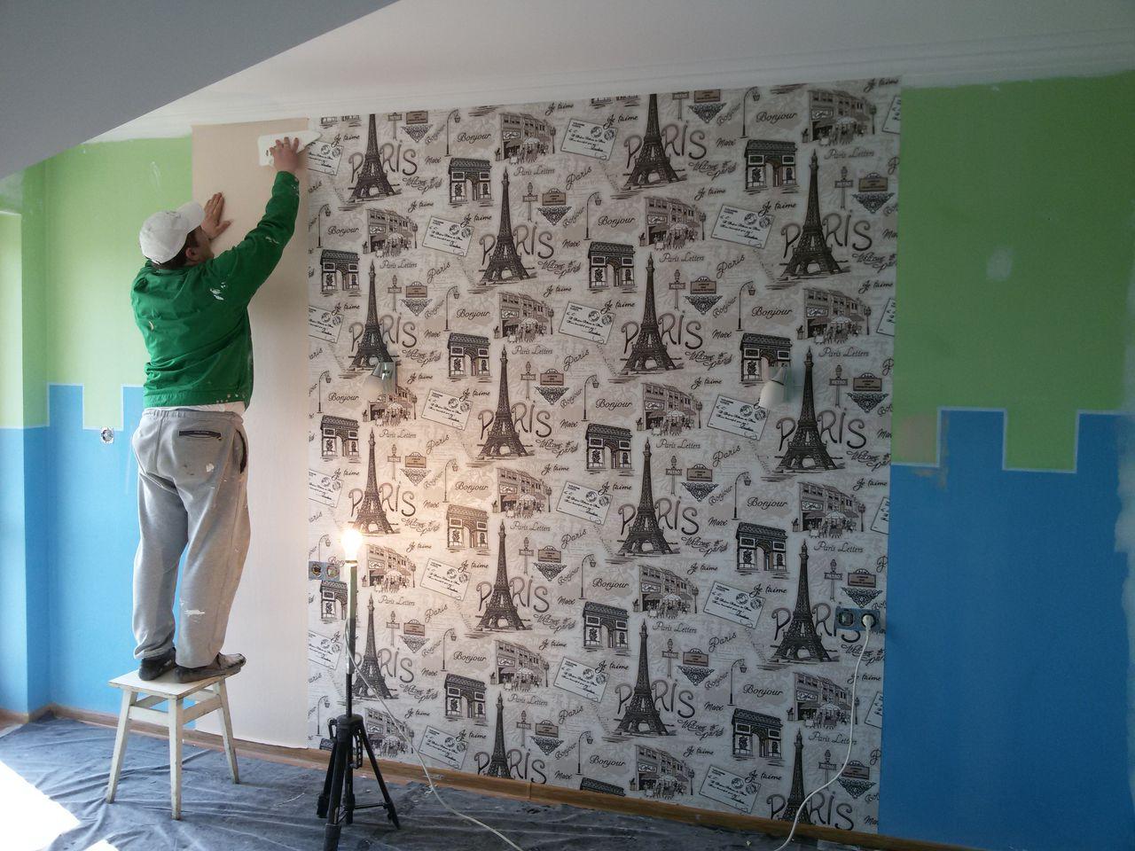 Как клеить фотообои на стену своими руками: пошаговые инструкции с фото и видео