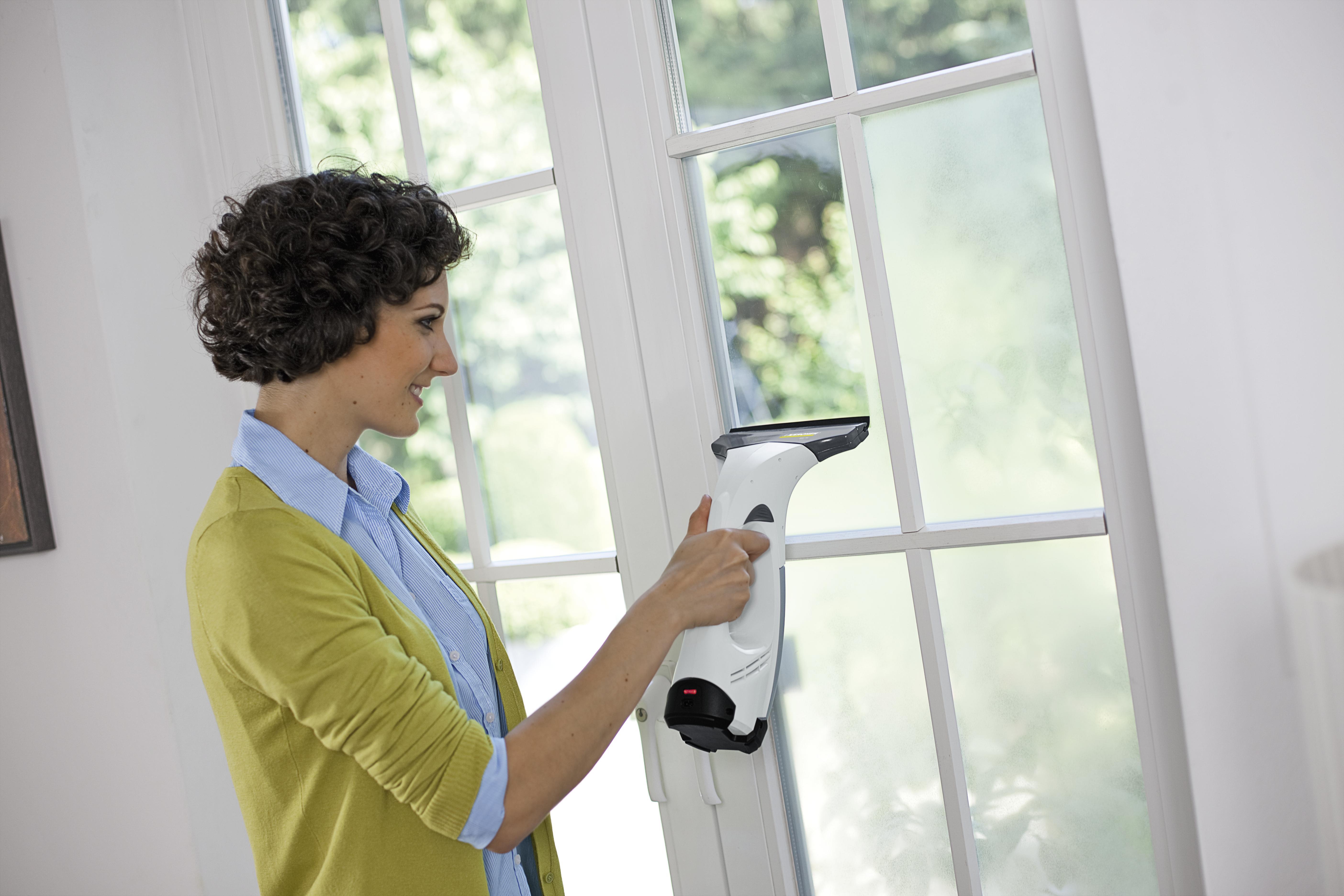 Пылесосы для мытья окон: особенности роботов-пылесосов и обычных моделей для мытья оконных стекол. как выбрать пылесос для мойки окон?