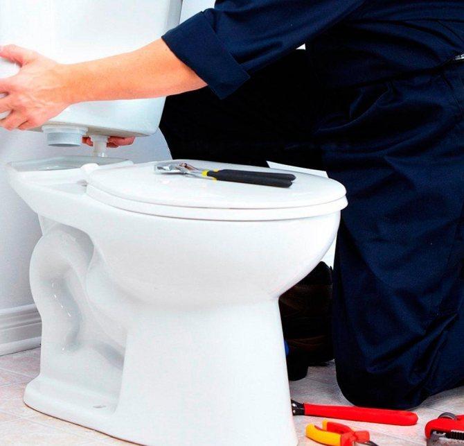 Ремонт унитаза (51 фото): ремонт смывного бачка с нижней подводкой воды, как починить сантехнику, замена механизма в конструкции, унитаз с инсталляцией