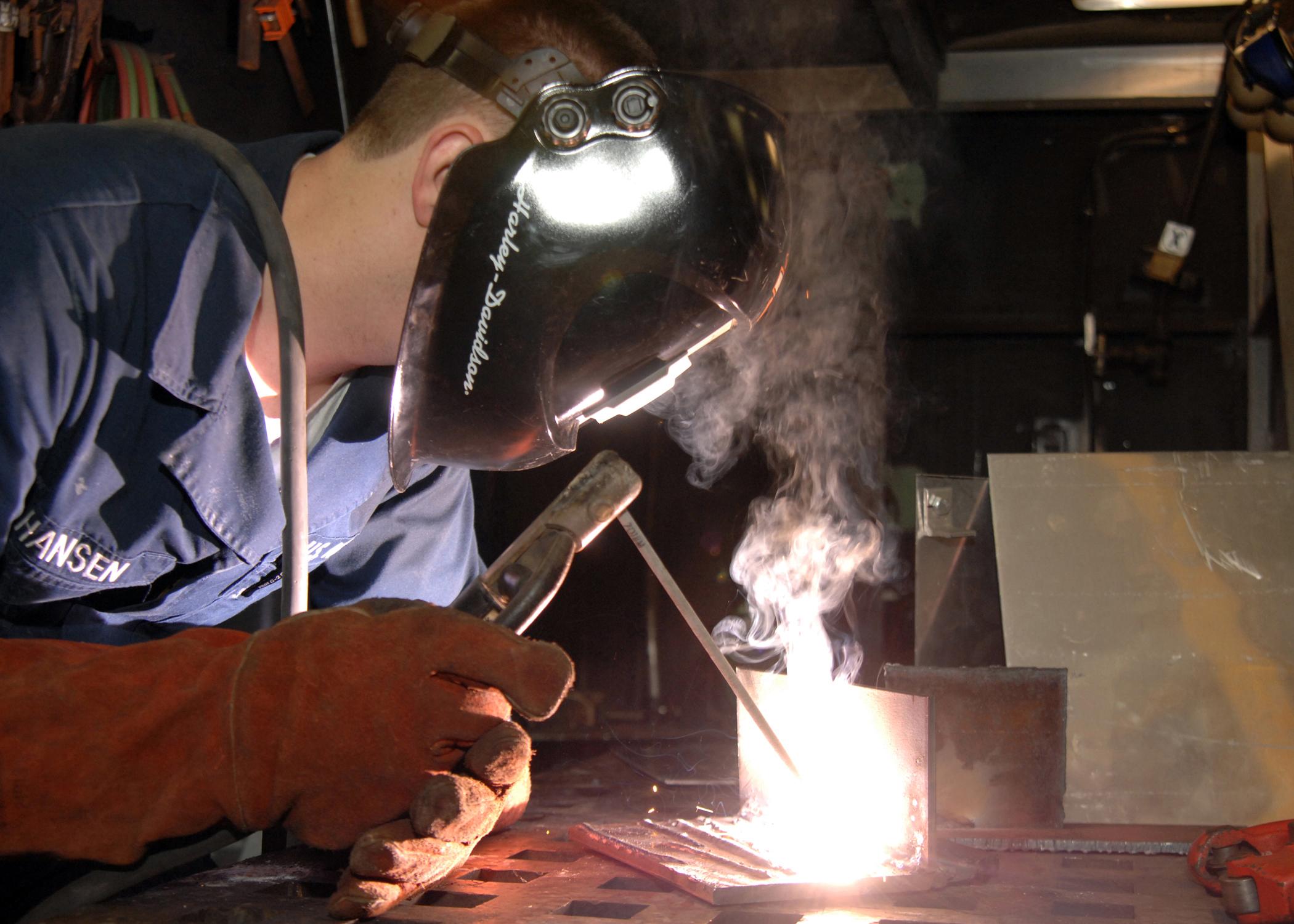 Как новичкам правильно сваривать металл инвертором?
