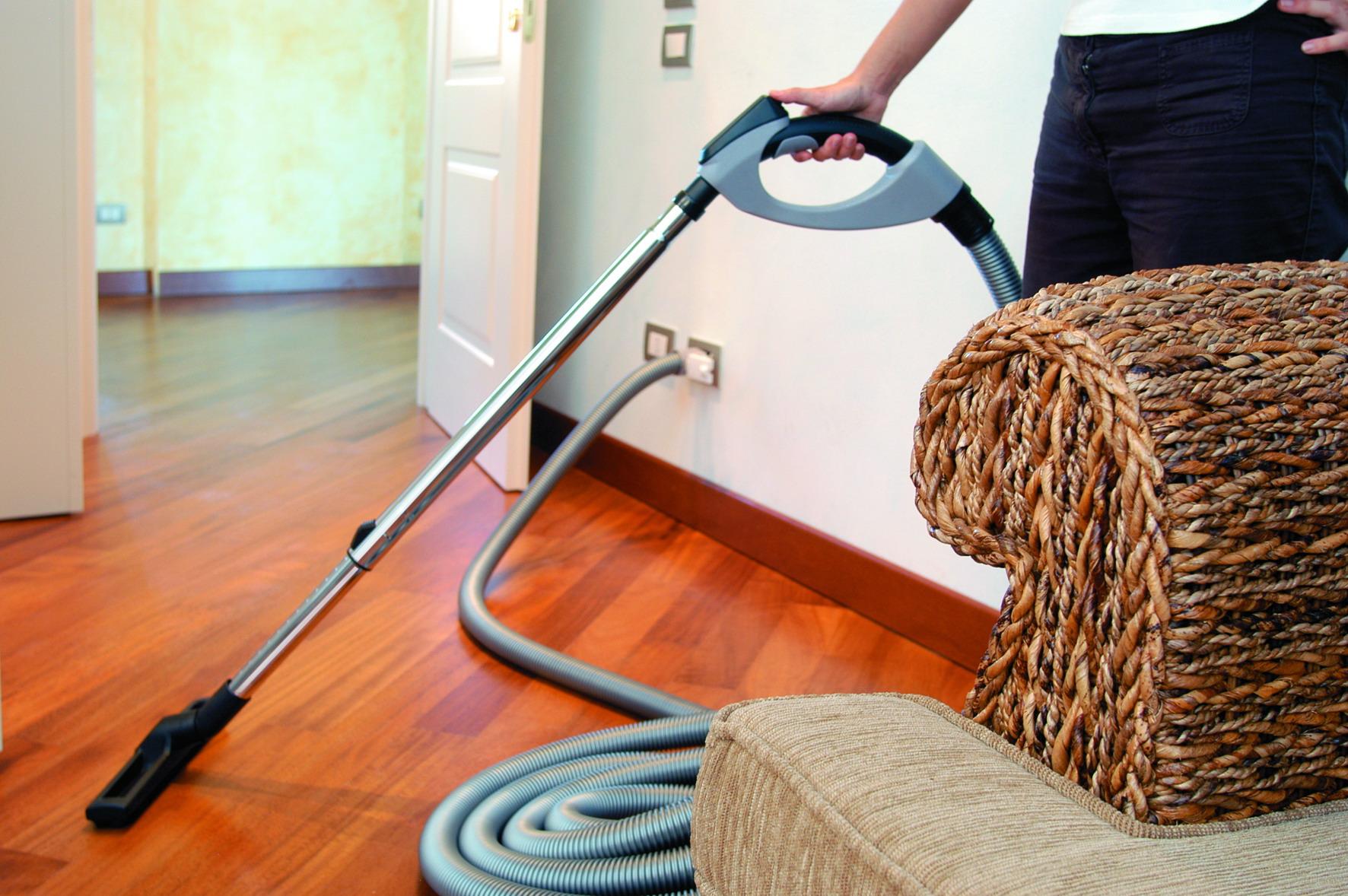 Почему ни в коем случае нельзя подметать и мыть полы на ночь в доме: приметы :: инфониак