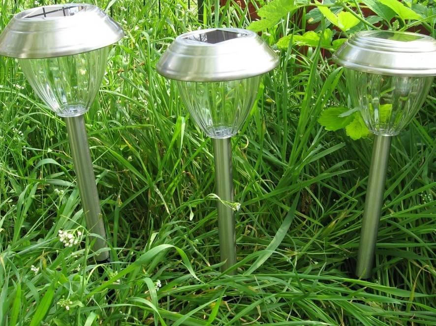 Садовые фонари на солнечных батареях. газонные светильники на солнечных батареях: устройство, как выбрать + нюансы монтажа