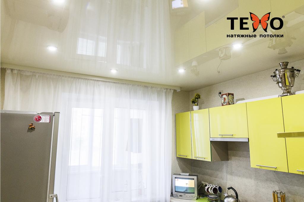 Глянцевые или матовые натяжные потолки: какие лучше выбрать для дома