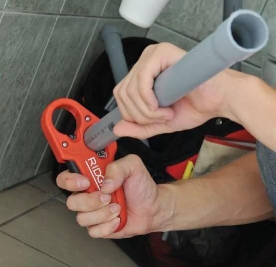 Выбираем лучшую модель трубореза для пластиковых труб