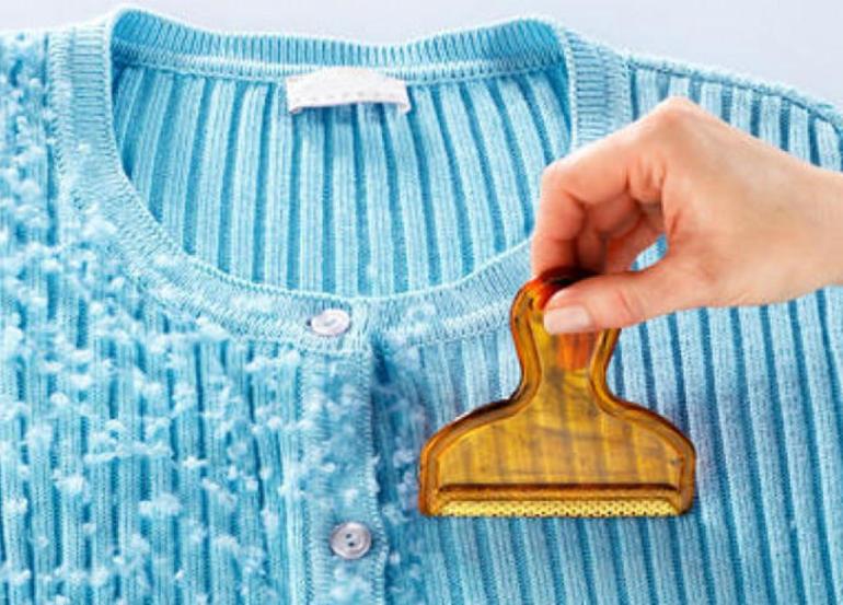 Как очистить одежду от катышков: свитер, брюки, пальто — без машинки?