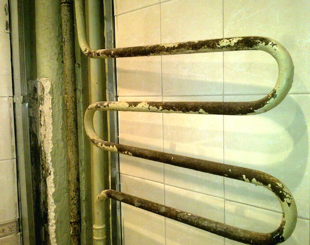 Что делать, если не греет полотенцесушитель: самостоятельный ремонт водяных и электрических моделей