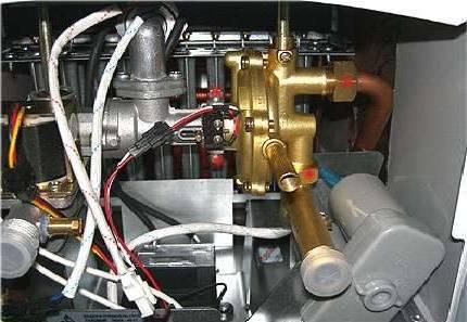 Чистка запальника газовой колонки нева
