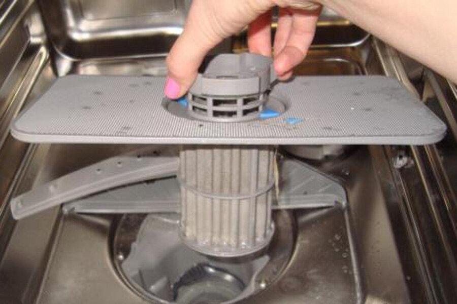 Не уходит вода из посудомоечной машины - почему она стоит