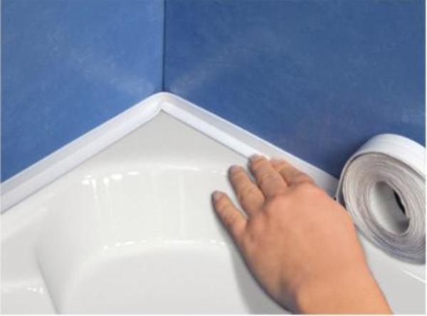 Выбор бордюра для ванной и способы его приклеивания