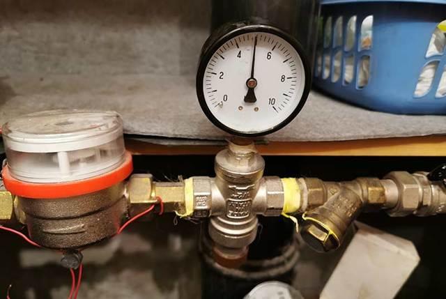 Почему напор горячей воды слабее холодной. решение проблемы слабого напора горячей воды из газового нагревателя. причины потерь давления