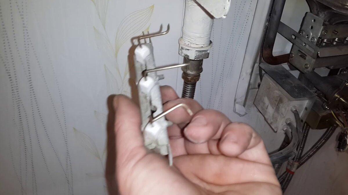 Почему течет газовая колонка и что при этом делать