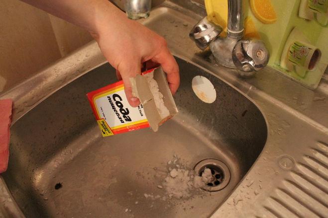 Как прочистить засор в раковине без вантуза