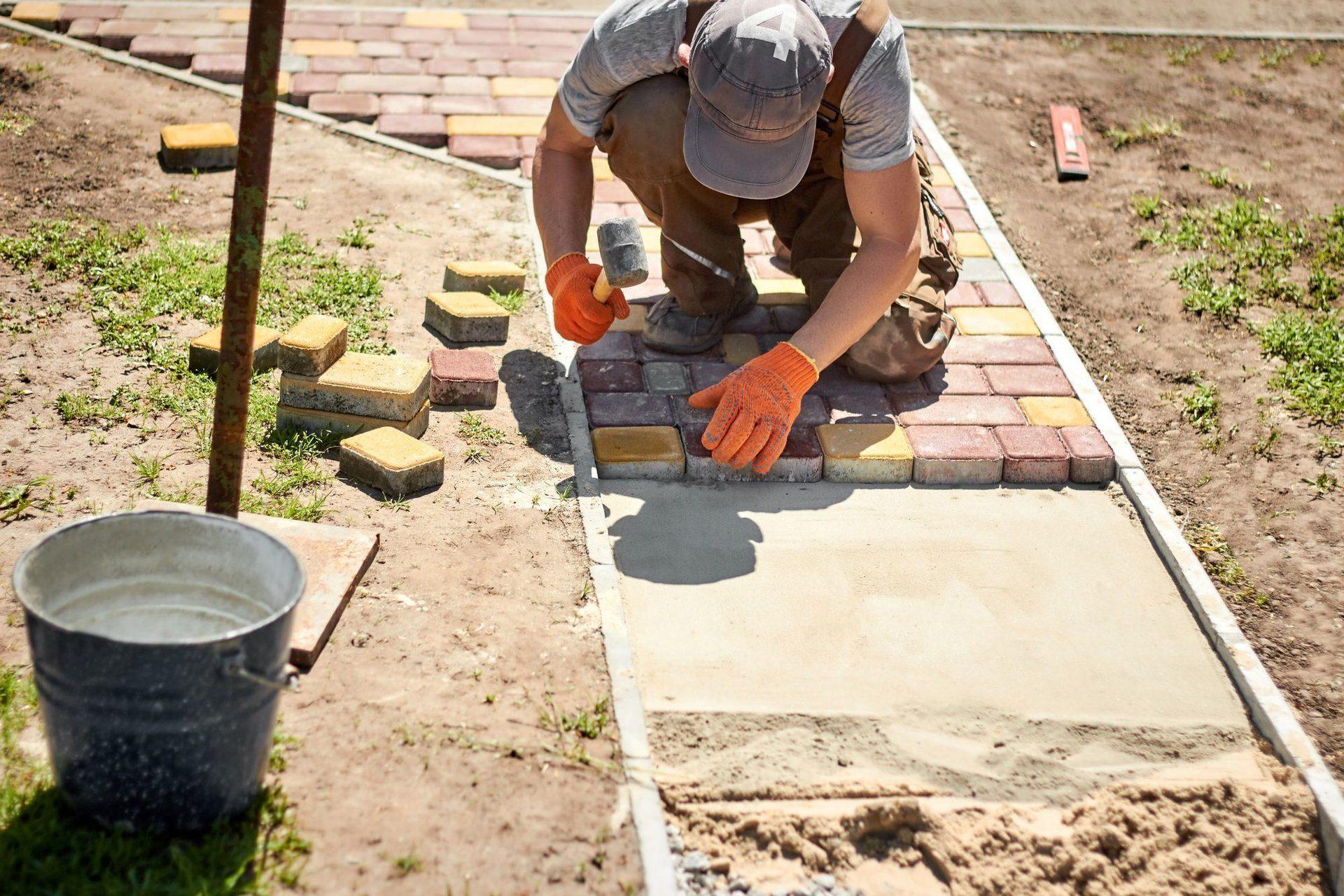Укладка тротуарной плитки своими руками, пошаговая инструкция