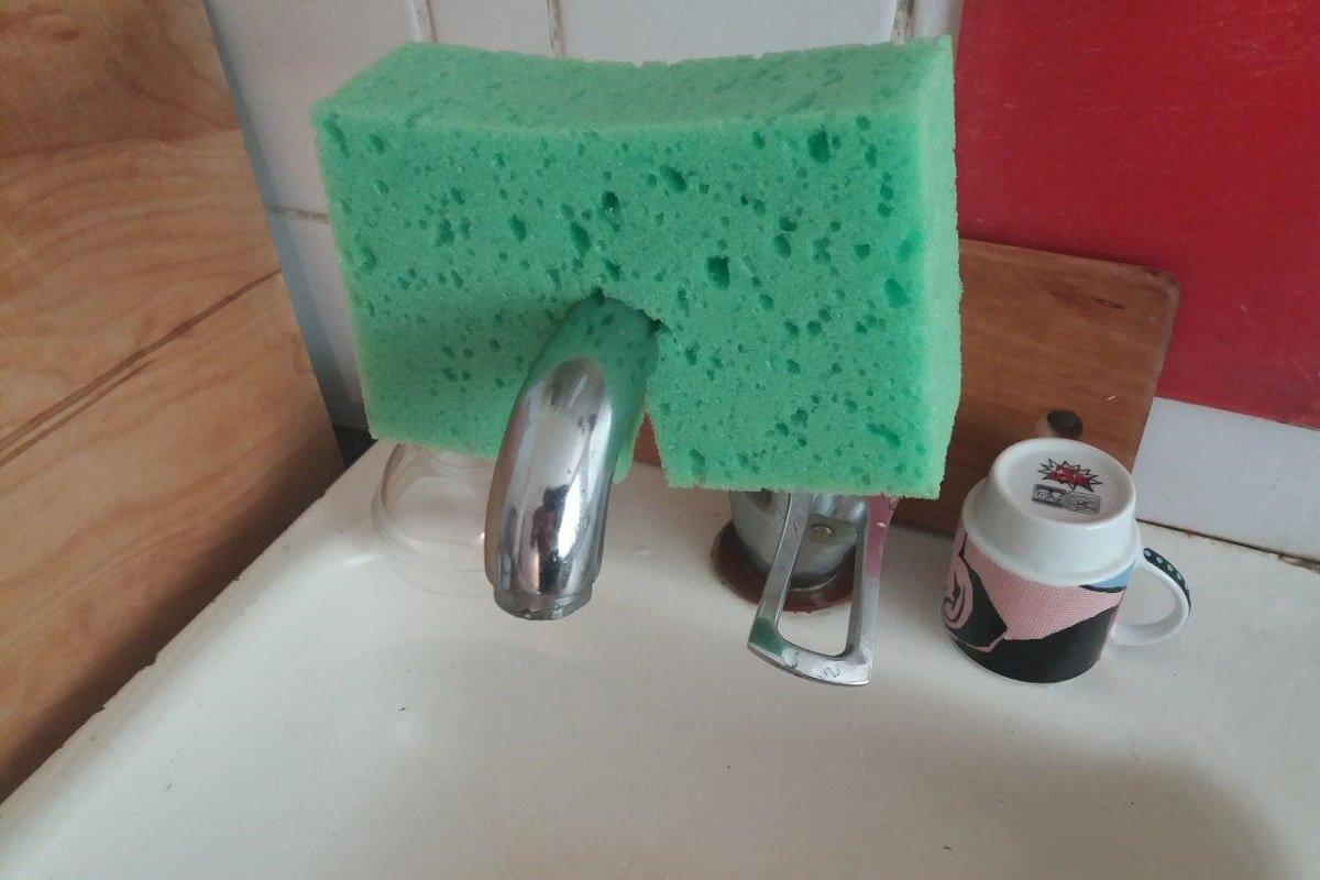 Нужно ли дезинфицировать губку для посуды в микроволновке и другие советы по уборке