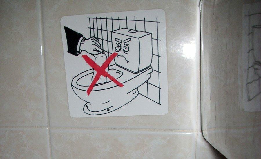 Засорился унитаз туалетной бумагой что делать, можно ли бросать её в унитаз