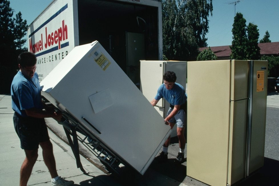 Можно ли перевозить холодильник лежа? правила и стандарты перевозки холодильников - точка j
