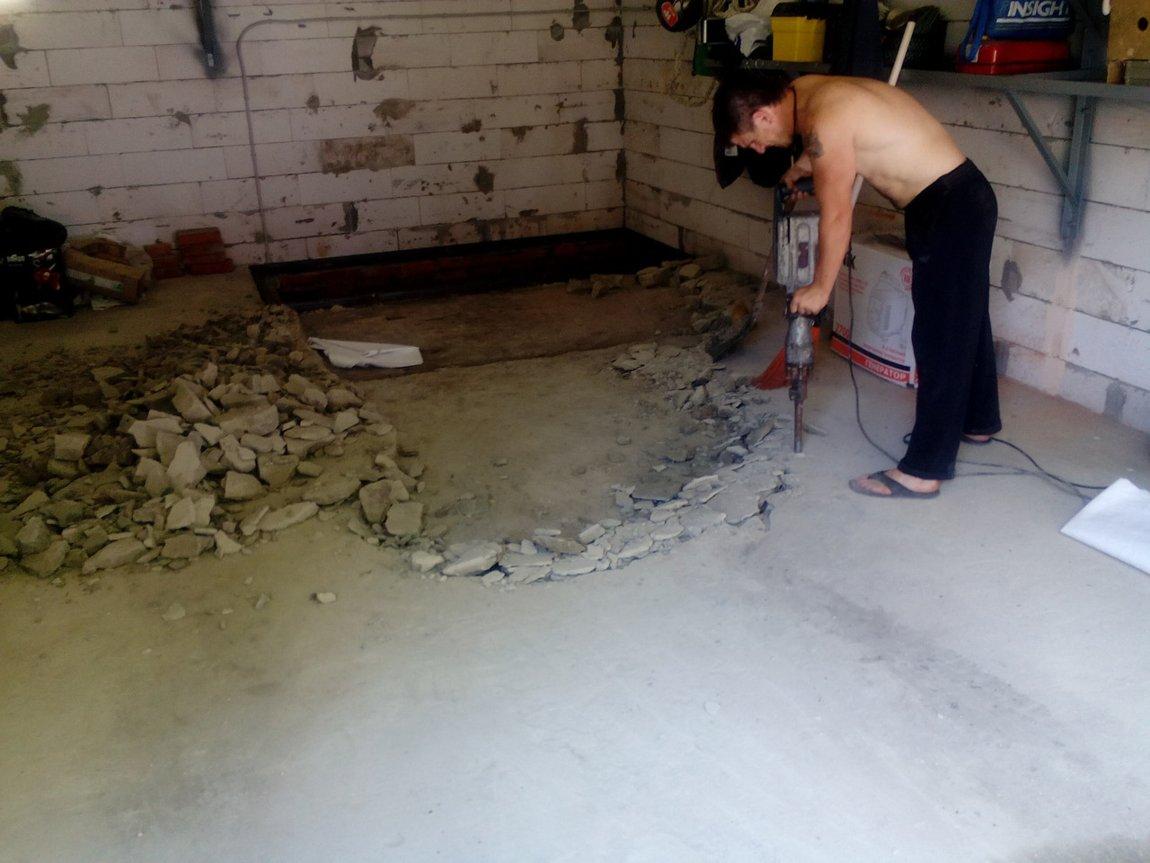 Демонтаж бетонной стяжки: инструкция по самостоятельному снятию стяжки + советы специалистов