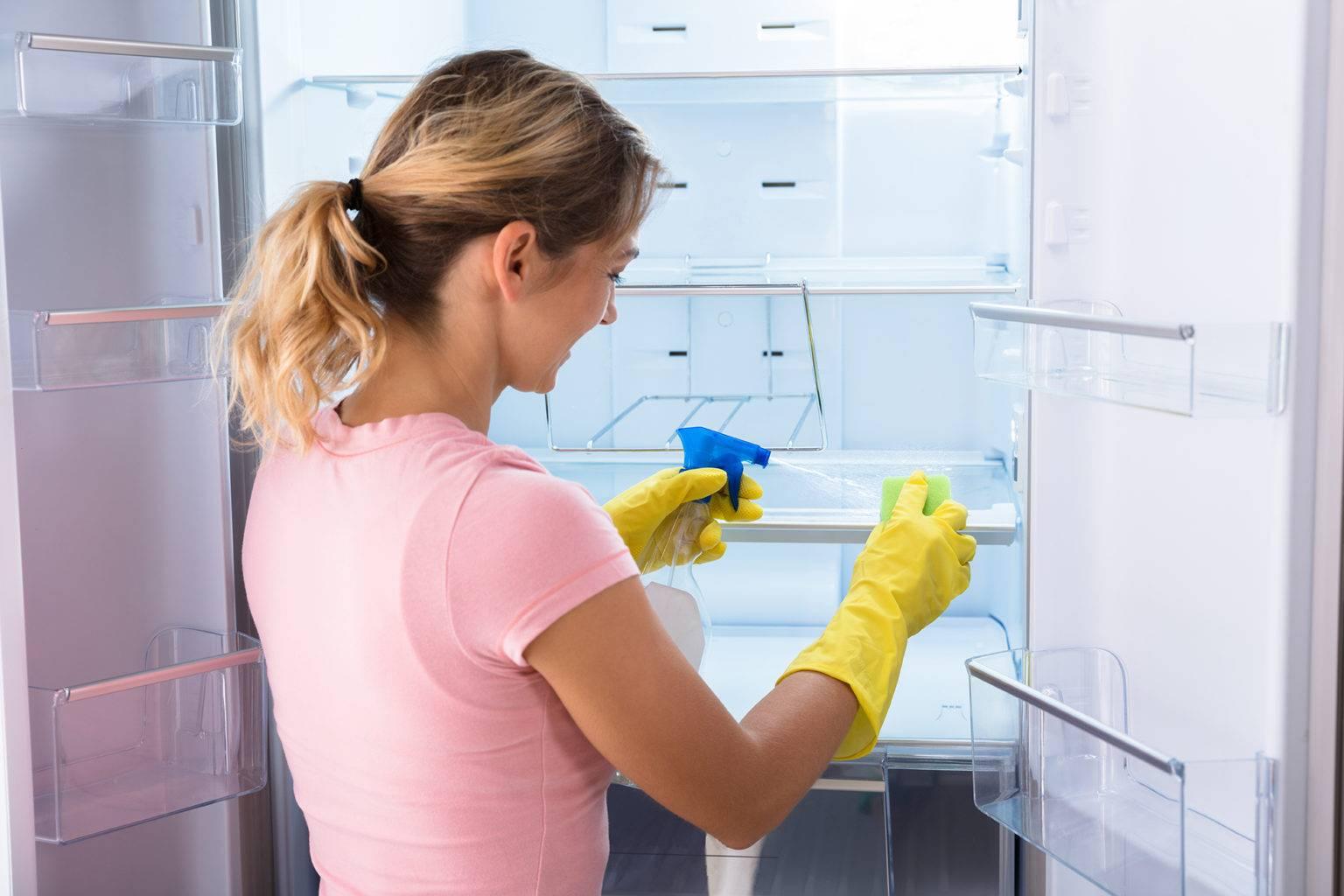 Какими средствами лучше помыть холодильник и как это сделать правильно?