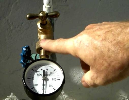 Давление воды в водопроводе: в квартире, в доме