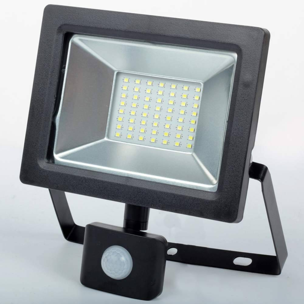 Как выбрать светодиодный прожектор: что это такое, какой нужен для освещения двора, как определить качественный уличный светильник