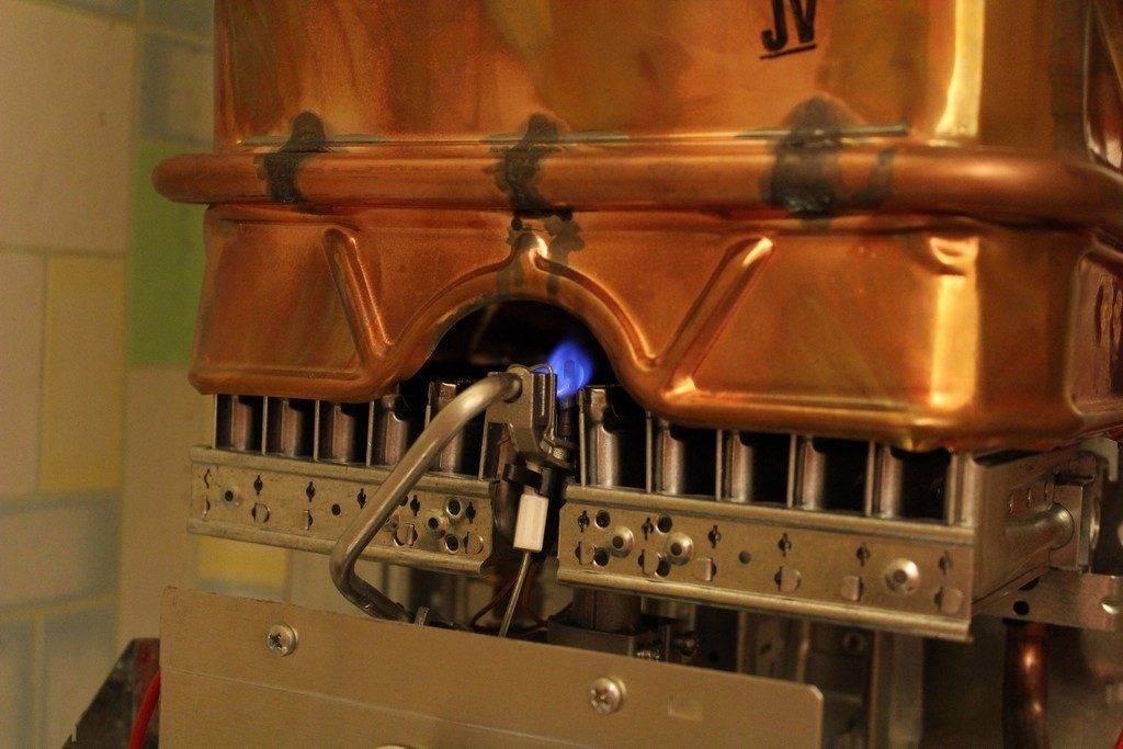 Газовая колонка зажигается и тухнет: почему колонка гаснет во время работы и как это исправить