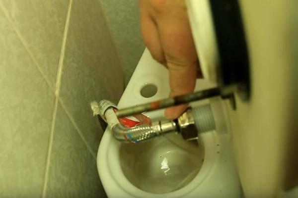 Ремонт бачка унитаза: не смывает, вода течет, перелив бака, протечка при смыве | ремонтсами! | информационный портал