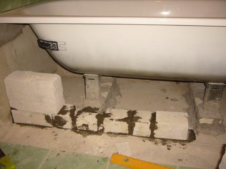 Как установить ванну на кирпичи: пошаговый инструктаж по проведению установки