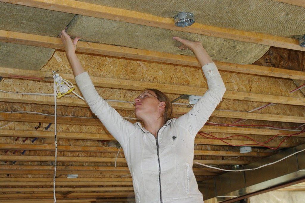 Утеплитель для потолка в частном доме: виды используемых материалов + как правильно выбрать