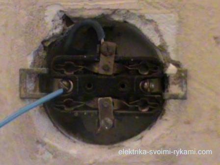 Как поменять розетки самому: видео о замене выключателей в доме