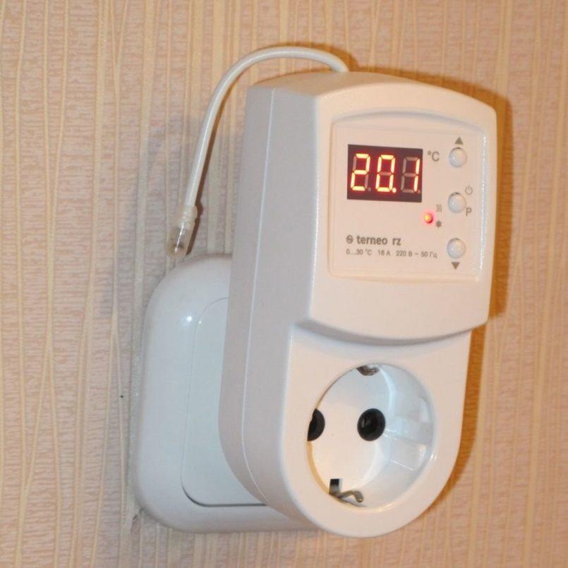 Терморегуляторы в розетку: устройство работы розетки с термостатом и контролем температуры воздуха, варианты ее установки при выносном или встраиваемом типе