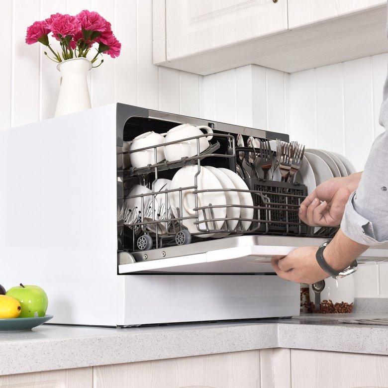 Как выбрать компактную настольную посудомоечную машину: возможности, плюсы и минусы