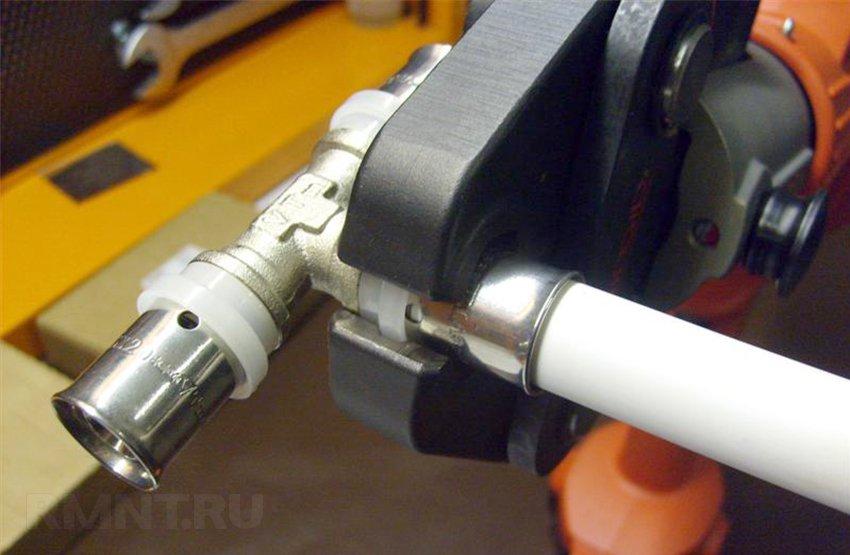Пресс клещи для металлопластиковых труб: ручной обжимной инструмент, гидравлические для обжима и опрессовки пластиковых труб