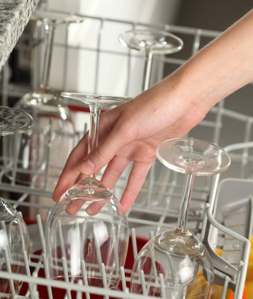 Как почистить хрустальные изделия в домашних условиях до блеска? чем мыть хрусталь, чтобы он блестел?
