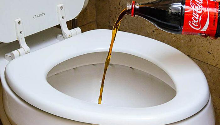 Отмыть унитаз пепси колой