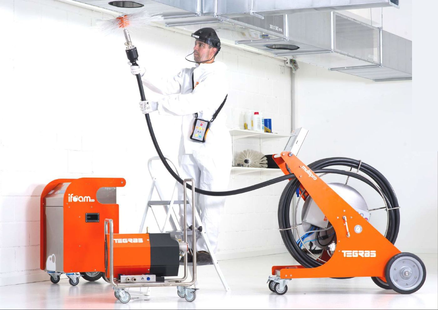 Очистка систем вентиляции и кондиционирования с последующей дезинфекцией