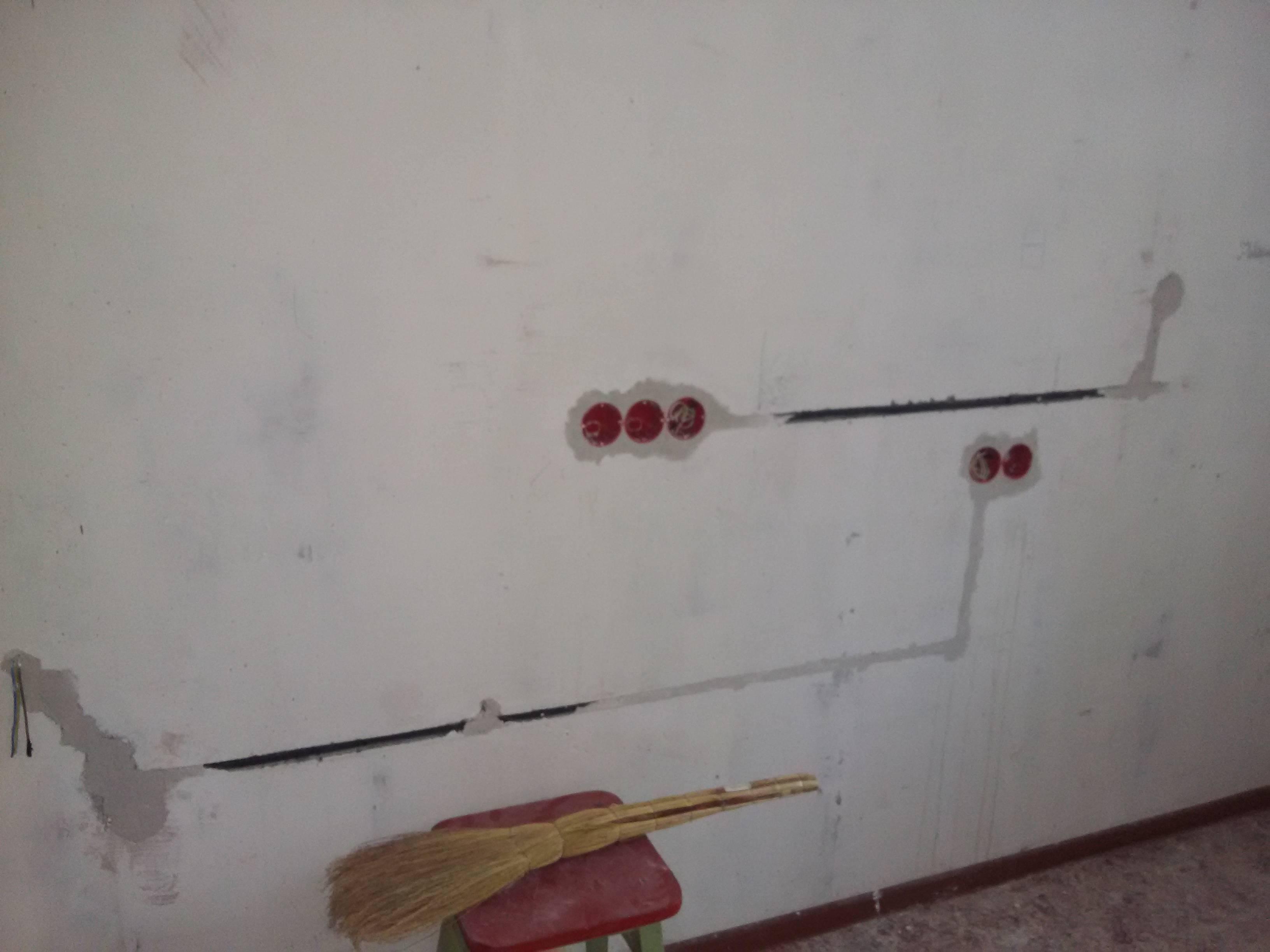 3 способа аккуратно перенести выключатель света в удобное место без штробления