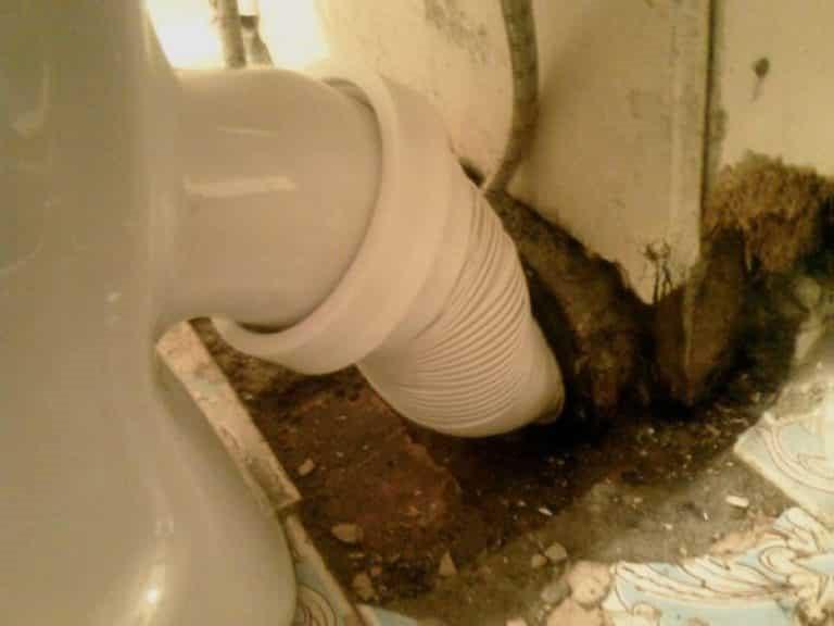 Как прочистить трубы водоснабжения своими руками