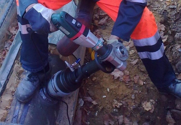 Врезка в трубу водопровода: как врезаться в водопроводную сеть под давлением