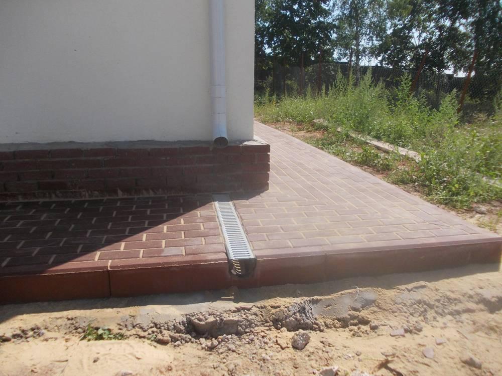 Отмостка своими руками: бетонная, из кирпича и гальки, утепленная, технология устройства и материалы