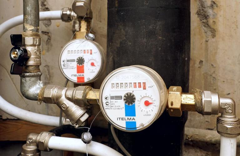 Можно ли ставить счетчик горячей воды на холодную и наоборот, чем они отличаются друг от друга?