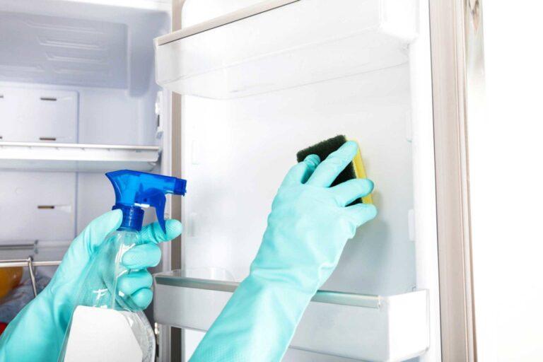 Чем помыть холодильник от запаха внутри