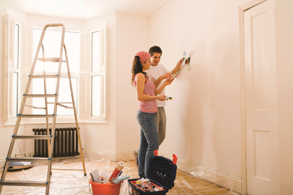 Покрасить неровные стены в квартире: как это сделать и какие применить стили?