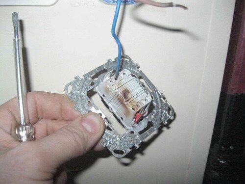 Ремонт выключателя света: подробный процесс + фото