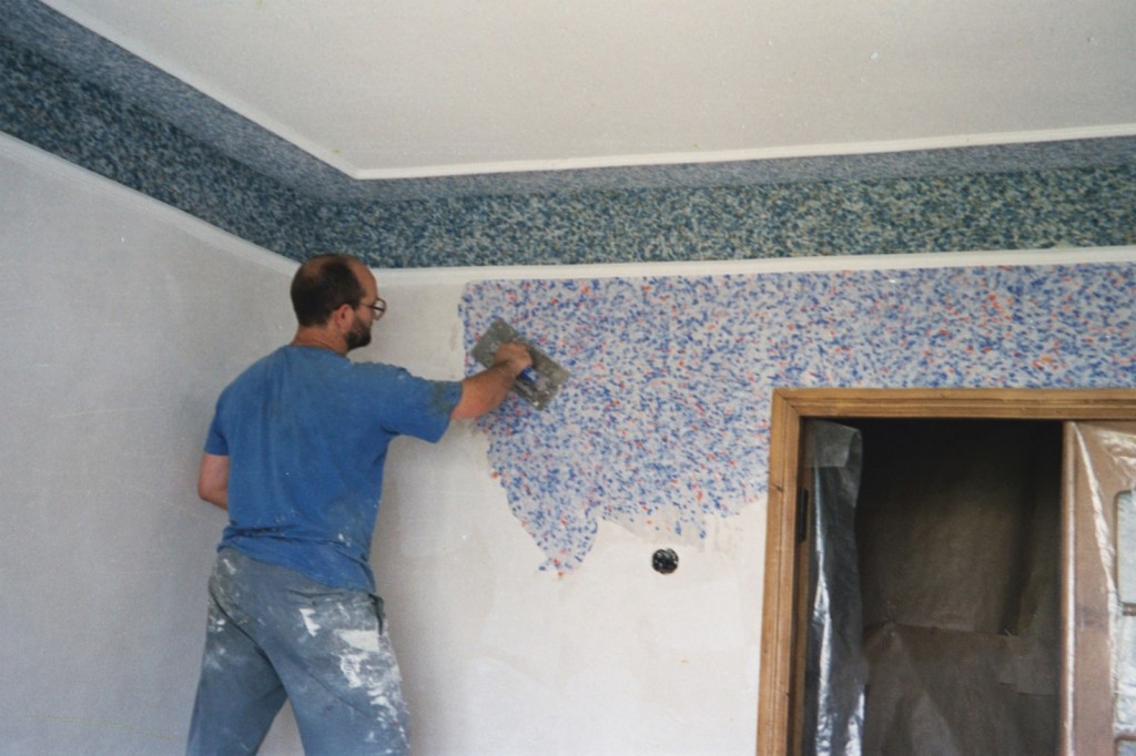 Чем лучше выровнять бетонные или кирпичные неровные стены в кухне, в комнате своими руками: способы и варианты правильного выравнивания